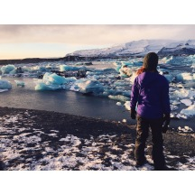 Started out the day with an ice cave tour with literally the greatest human being on Earth (a combination of God/Thor), came to this glacial lagoon, then went across and discovered a black sand beach covered with glacier ice with waves crashing everywhere. Obviously with perfect sunset lighting throughout the whole day. I can't even believe my life is real right now 🇮🇸