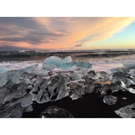 I will never be able to get over the beauty of Iceland 🇮🇸 #latergram #fuckafilter #icelanddoesntneedafilter