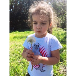 Taught Emma the fine art of dandelion wishes today 🌼